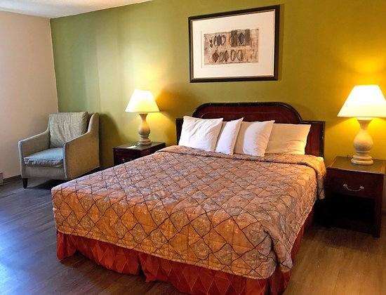 Escanaba, MI: One King Bed