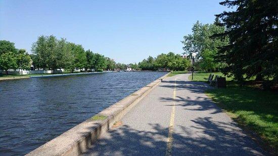 Ottawa, Canada: walking into the city
