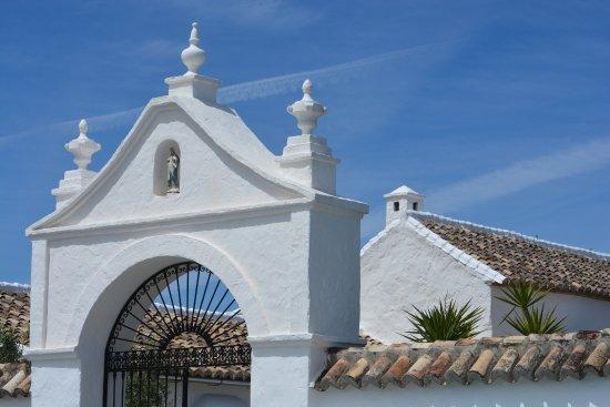 Cortijo El Guarda: The gate entering the cortijo.