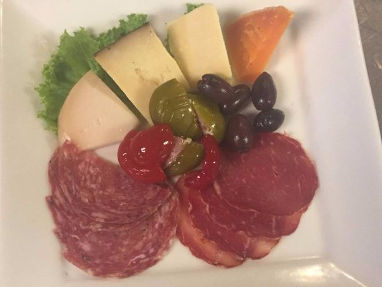 Statesville, Carolina del Nord: Try our Antipasta Platter with meats and cheeses direct from Pittsburgh.