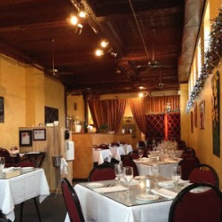 Statesville, Carolina del Nord: Our casual dining room provides the perfect atmosphere for a delicious lunch or dinner.