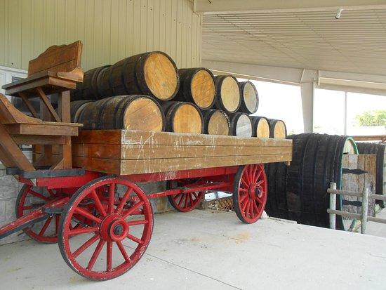 Pelee Island Winery : Wagon and wine barrels