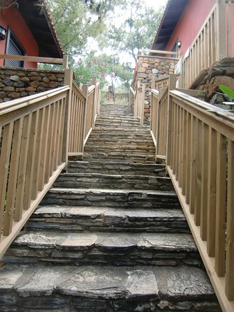 TUI SENSIMAR Marmaris Imperial Hotel: Steps up to the hotel rooms - be aware