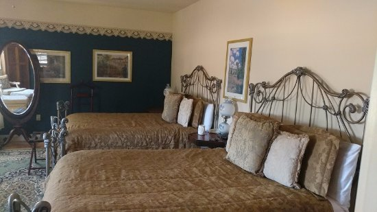 The Iron Gate Inn: Carolyn June - Huge Double Queen Room