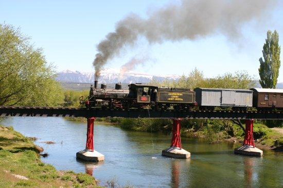 El Maiten, Аргентина: Cruzando el puente sobre el Río Chubut