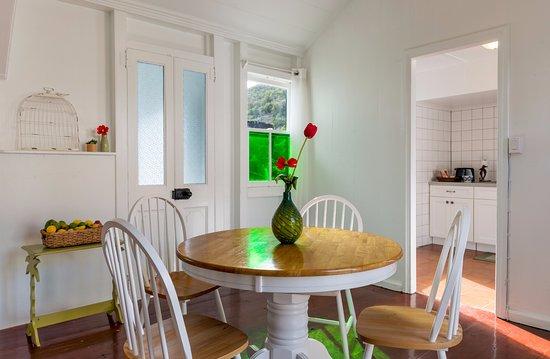 Windwardside, Saba: Floral Cottage Dining room