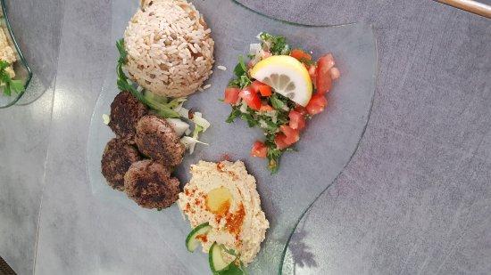 Le Rouret, France: Assiette composée et assiette kafta