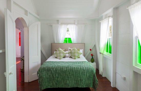 Windwardside, Saba: Floral Cottage Master Bedroom