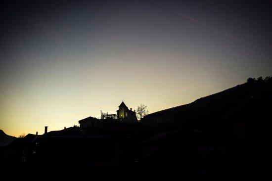 Uvrier, Switzerland: Ombres et lumières sur le Castel