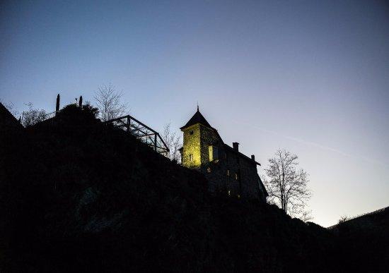 Uvrier, Switzerland: Le Castel, un endroit hors du commun, presque mystique