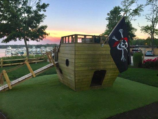 Hampton Bays, NY: Pirate ship