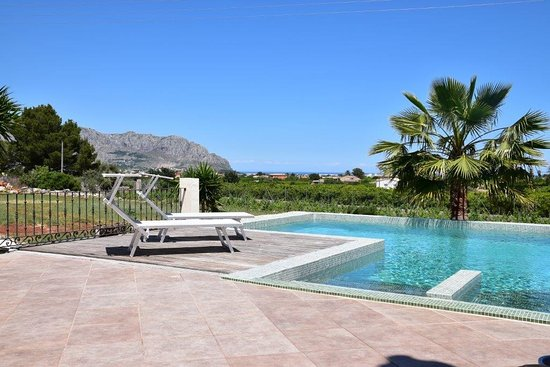 Pool - Picture of Casa La Naranja, Pedreguer - Tripadvisor