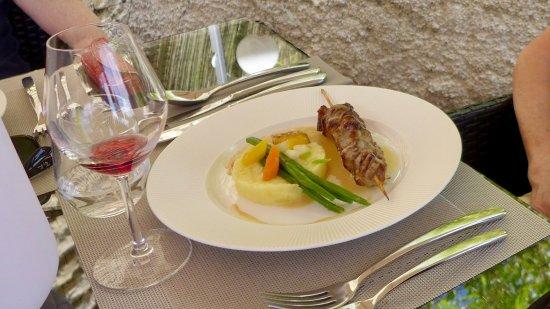 Le Chevreuil : plat du jour: brochette de porc.