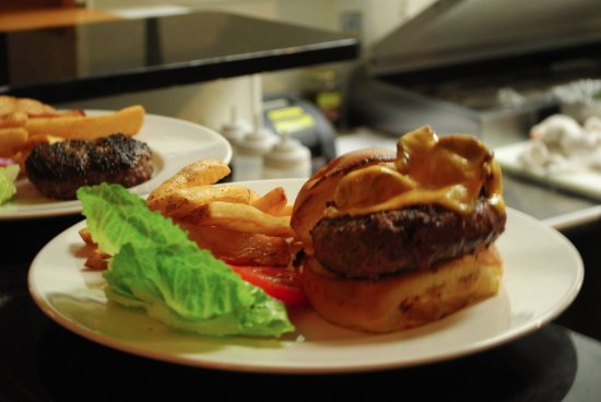 Bolton Landing, Nowy Jork: 100% black angus beef burger