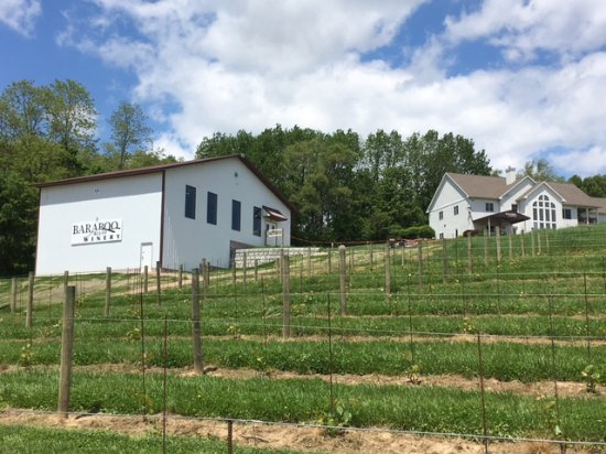 Baraboo, WI : New tasting room and cellar