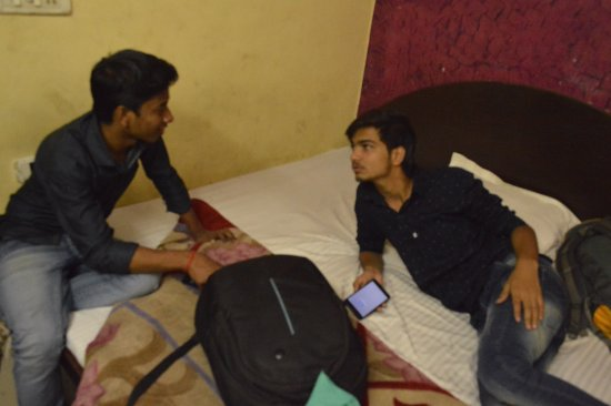 Sunder Palace Guest House: me with my friend in the room