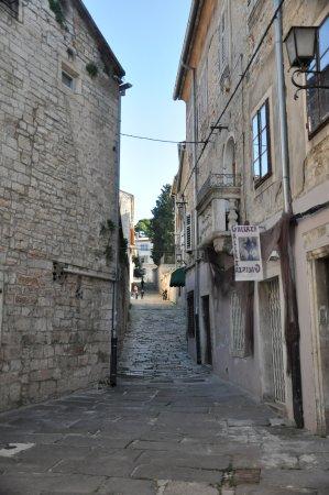 Amfiteatern i Pula: cobbled streets