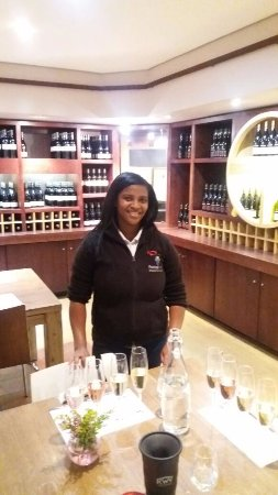 Paarl, Güney Afrika: Our lovely server