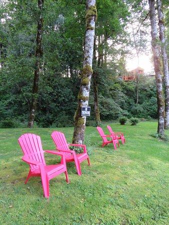 แซนดี, ออริกอน: Sitting area by the river