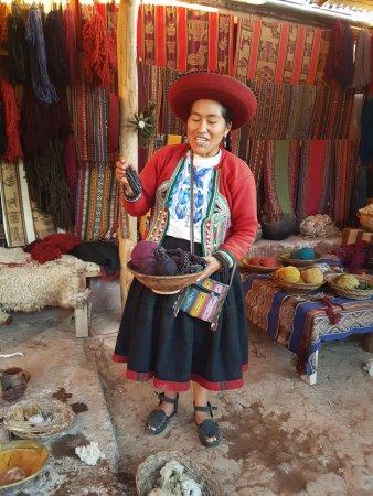 Chinchero, Perú: Chicha morada utilizada para tingimento
