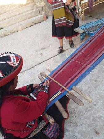 Chinchero, Perú: Confecção de artesanato peruano