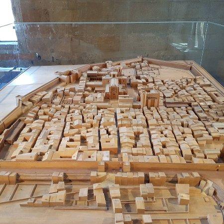 Passeig Arqueològic : Археологическая прогулка