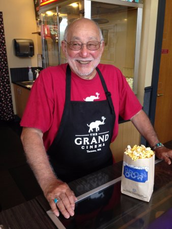Tacoma, Waszyngton: Volunteers like Frank help us be able to take risks in playing indie and foreign films.