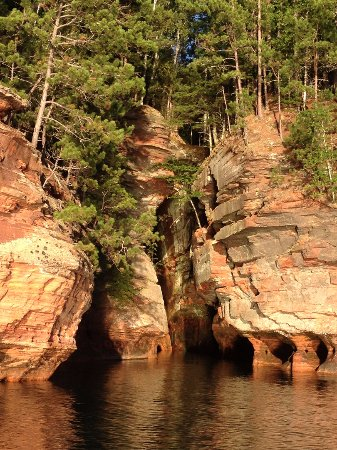 Cornucopia, WI: Apostle Islands Mainland Sea Caves Tour with Good Earth Outfitters