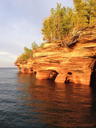 Cornucopia, WI: Apostle Islands Private Sunset Sea Caves Tour with Good Earth Outfitters