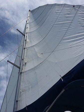 โรดทาวน์, Tortola: Main sail under sail