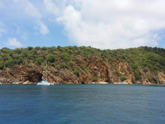 โรดทาวน์, Tortola: The caves at Norman Island
