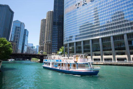 The summer time is best enjoyed on board a Shoreline Sightseeing Architecture River Tour