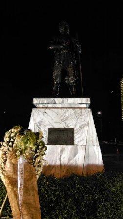 Metro Manila, Filippinerne: Monumen Sultan Kudarat, Makati
