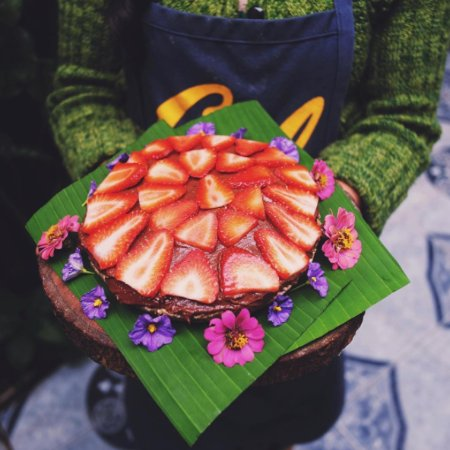 San Marcos La Laguna, Guatemala: Raw vegan chocolate mousse cake