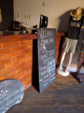 Bigfoot Hostel: Reception desk