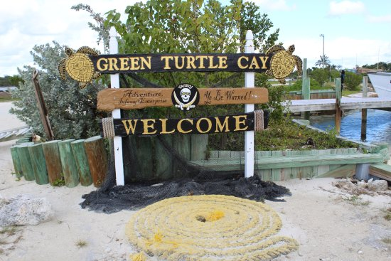 Green Turtle Cay: A welcome sign in New Plymouth.