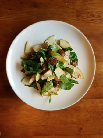 Cowes, UK: Chicken, Pear & Fig Salad with House Dressing