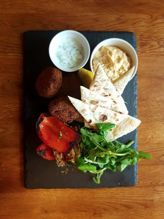 Cowes, UK: Vegan Mezze: Hummous, Med Veg, Pitta, Tapanade & Falafel