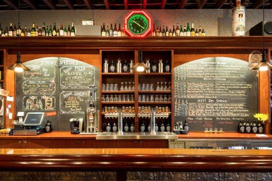 Frankfort, Мичиган: Stormcloud bar and On Tap Beer List.