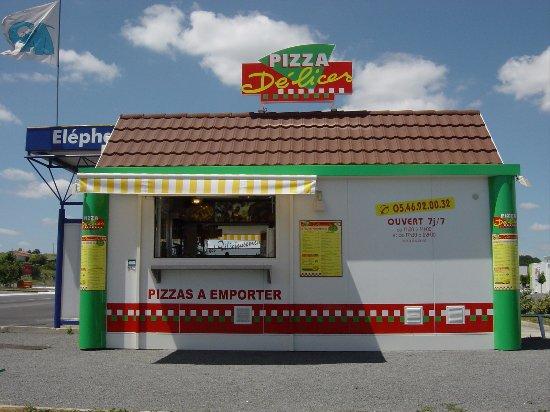 Saintes, Prancis: kiosque pour pizza à emporter