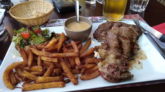 Robion, Frankrike: my dish. Roastbeef, pommes frites and green pepper sauce