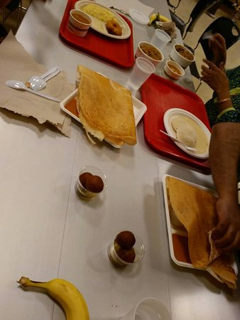 Lemont, IL: Dosa, idly, vada and gulab jamoons