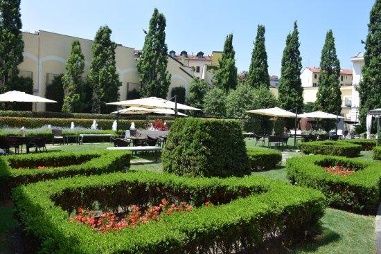 Giardino fiorito foto di grand visconti palace milano for Giardino fiorito
