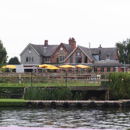 Gunthorpe, UK: Tom Browns Brasserie from the River Trent