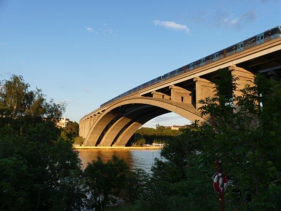 Бромма, Швеция: Flot bro 5 min. gang fra hotellet.