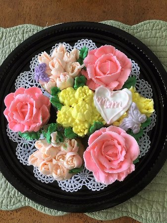 Cortland, NY: Mother's Day cupcakes