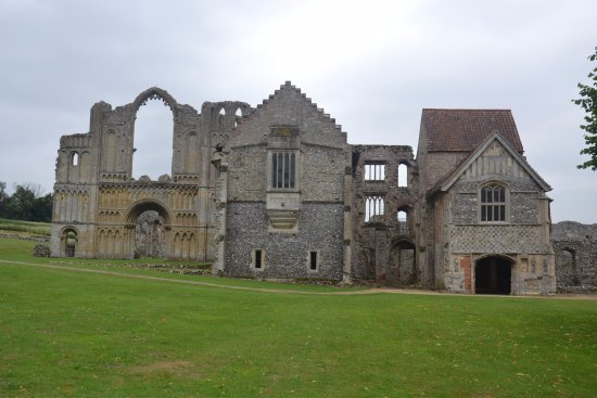 Castle Acre, UK: Outside of the Priory
