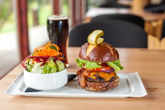 Langford, แคนาดา: The Olympic View Burger on a Portofino Pretzel Bun