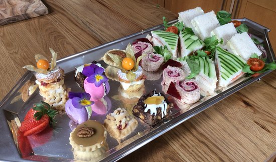 Dolgellau, UK : Selection of cakes and sandwiches