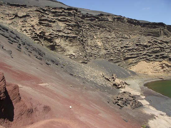 El Golfo, Spagna: Volcanic layers on the cone walls